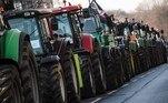 -FOTODELDÍA- Berlin (Germany), 26/01/2021.- Los tractores hacen cola cerca del Ministerio de Alimentación y Agricultura de Alemania durante una protesta de agricultores en Berlín, Alemania, el 26 de enero de 2021. Numerosos agricultores se manifiestan en Berlín contra la política agrícola y los bajos precios al productor. EFE/EPA/CLEMENS BILAN