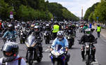 Berlin (Germany), 11/07/2020.- Motorcycle riders participate in a protest against a draft law aimed at reducing noise pollution, in Berlin, Germany, 11 July 2020. The rally was held to protest against a draft law that was passed by the German Council to reduce noise pollution and ban motorcycle rides on Sundays and public holidays. (Protestas, Alemania) EFE/EPA/OMER MESSINGER