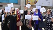 Com bombas de gás, Talibãs dispersam protesto de mulheres