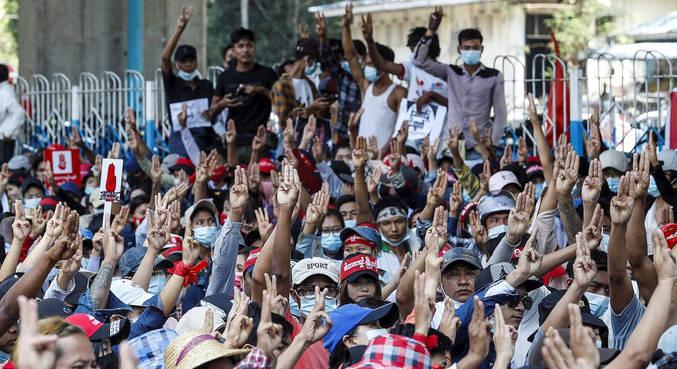 O gesto simboliza a luta contra opressão, democracia e liberdade de expressão