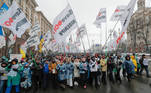 Kiev (Ukraine), 28/01/2021.- Ukrainian small businessmen march during a rally with the slogan Save FOP (individual-entrepreneurs) in downtown Kiev, Ukraine, 28 January 2021 amid the ongoing coronavirus COVID-19 pandemic. Small businessmen demand the abrogation of the amendments to a law about the simplified tax system, which will considerably complicate their ability to manage their businesses, raise their prices for clients and increase the possibility of unjustified fines, according to local media reports. (Protestas, Ucrania) EFE/EPA/SERGEY DOLZHENKO