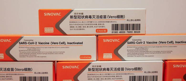 Coronavac está na última fase de testes antes da possível aprovação por órgãos reguladores