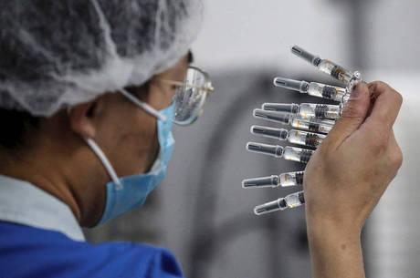 Vacina é produzida pela Sinovac com o Butantan