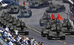 Moscow (Russian Federation), 24/06/2020.- Russian tanks during a military parade, marking the 75th anniversary of the Nazi defeat, in Moscow, Russia, 24 June 2020. The Victory Day military parade normally is held on 09 May, the nation's most important secular holiday, but this year it was postponed due to the coronavirus pandemic. (Rusia, Moscú) EFE/EPA/Sergey Pyatakov / Host photo agency POOL MANDATORY CREDIT