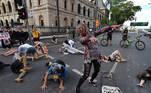 Brisbane (Australia), 23/02/2021.- Activists dressed as zombies participate in an an Extinction Rebellion environmental protest outside Queensland Parliament House in Brisbane, Australia, 23 February 2021. The Extinction Rebellion protesters dressed as zombies in a plan to engage in 'civil disobedience' in an attempt to disrupt the first day of parliamentary proceedings. (Protestas) EFE/EPA/DARREN ENGLAND AUSTRALIA AND NEW ZEALAND OUT