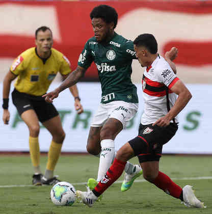 Efetivo nas descidas ao ataque, o Palmeiras venceu o Atlético-GO, em Goiânia, por 3 a 0, neste domingo. O atacante Luiz Adriano marcou duas vezes e foi o grande nome do duelo. Veja as notas para o Alviverde na partida. (Por Nosso Palestra)