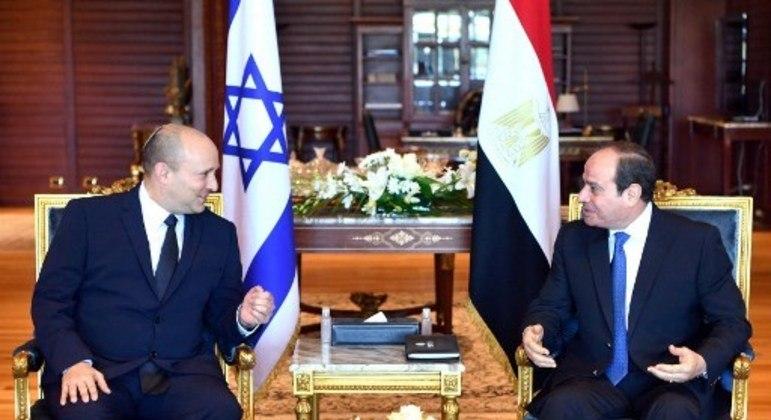 O presidente egípcio Abdel Fattah al-Sisi se reuniu com o primeiro-ministro israelense Naftali Bennett na cidade egípcia de Sharm El-Sheikh, no Mar Vermelho