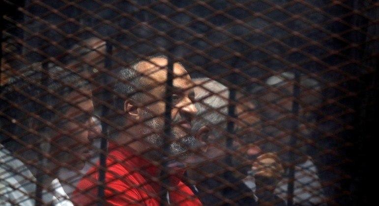 Mohamed El-Beltagi (de vermelho) foi um dos condenados à morte