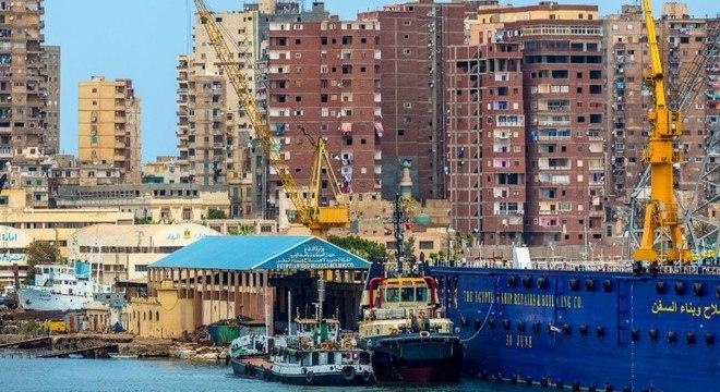 Egito começou a retirar materiais perigosos de portos como o de Alexandria