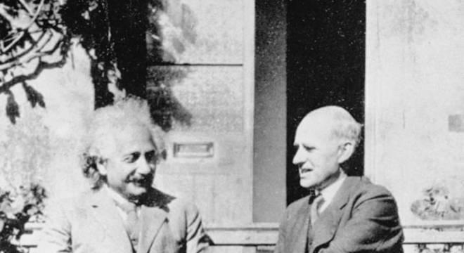 Einstein e Eddington só se encontraram na Inglaterra anos depois do eclipse que comprovou a relatividade geral; por causa da Primeira Guerra, o clima ainda era tenso entre cientistas britânicos e alemães