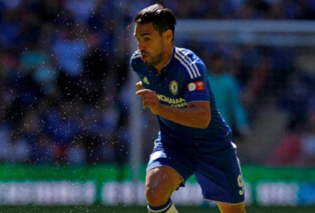 Eis que na temporada seguinte foi a vez de o Chelsea arriscar pegar o jogador por empréstimo junto ao Monaco. Mas o drama de Falcao continuou e ele atuou apenas 12 vezes no time londrino, anotando um gol