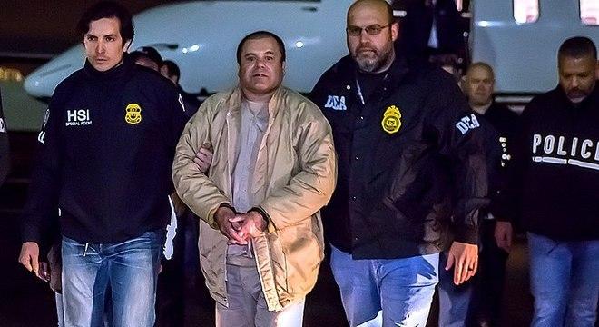 Joaquín Guzmán, conhecido como El Chapo, ao ser extraditado aos EUA em 2017