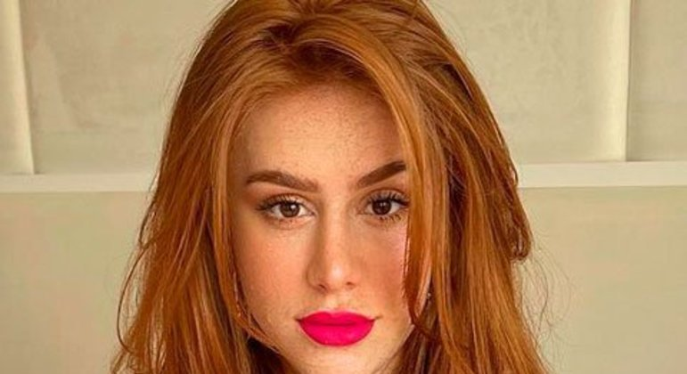 Ela publica os trabalhos em dois perfis: no próprio, de quase 19 milhões de seguidores, e no de sua marca, o Mari Maria Makeup. As compras da linha podem ser realizadas no site.