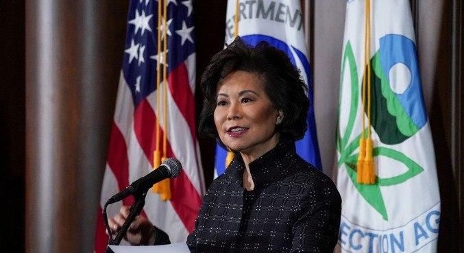 Elaine Chao, secretária de Transportes dos EUA, deixará o cargo na 2ª