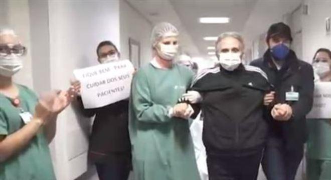 Ele contraiu a Covid-19 cuidando de um paciente numa UPA da capital paranaense e passou 39 dias na UTI