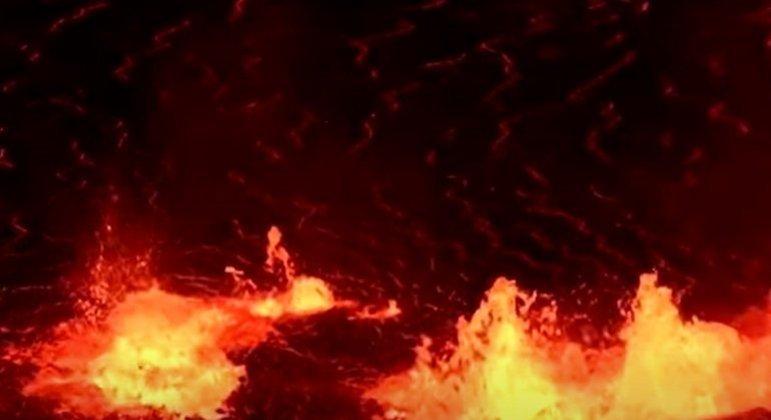 Ele está localizado no Parque Nacional de Vulcões do Havaí sendo que é avaliado pelos cientistas como o mais ativo do mundo. Curiosamente, ele entrou em erupção há alguns dias (01/10/2021)