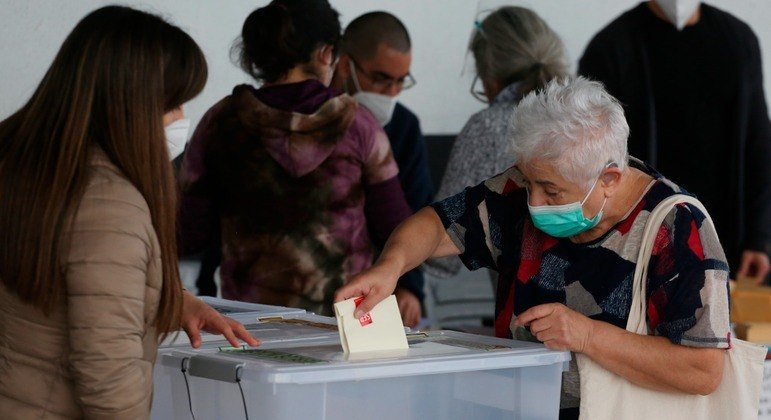 Chile encerrou o primeiro dia de votações e 23 mil militares guardaram as urnas