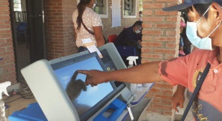 Paraguaios vão às urnas no próximo domingo (10)