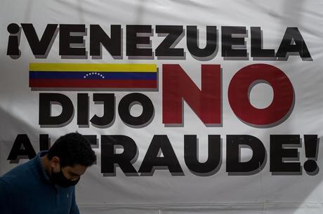 Cartaz na contestada eleição parlamentar venezuelana
