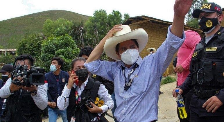 Candidato da esquerda Pedro Castillo disputará segundo turno na eleição do Peru