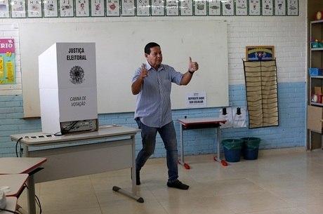 Mourão defende mudança na aposentadoria