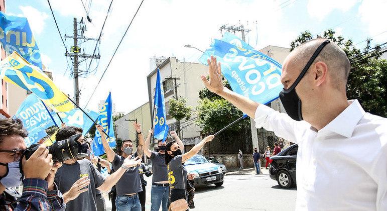 Corpo de Bruno Covas percorre diversos pontos do centro até a avenida Paulista