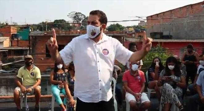 Guilherme Boulos se encontrou com moradores do Capão Redondo