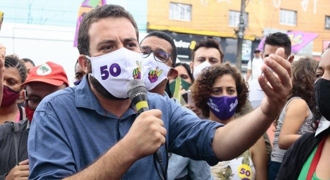 Guilherme Boulos prometeu duplicar a Estrada do M´Boi Mirim, na zona sul