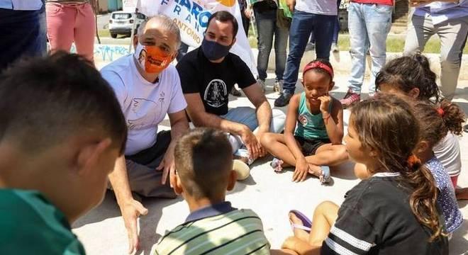 Márcio França conversou com crianças em bairro da zona leste da cidade