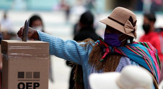 Duas pessoas são presas por roubar cédulas na Bolívia