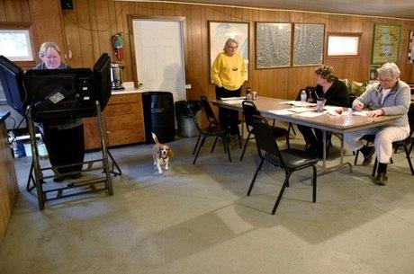 Clube de arma foi palco de votação, no Wisconsin