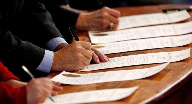 Delegados da Carolina do Norte preenchem votos na eleição de 2016