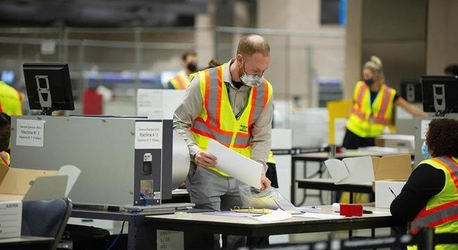 Apuração continua para milhares de votos em Filadélfia, na Pensilvânia
