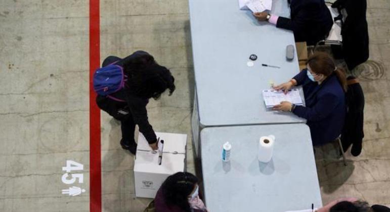 Peru e Equador vão às urnas neste domingo (11) para escolher novos presidentes