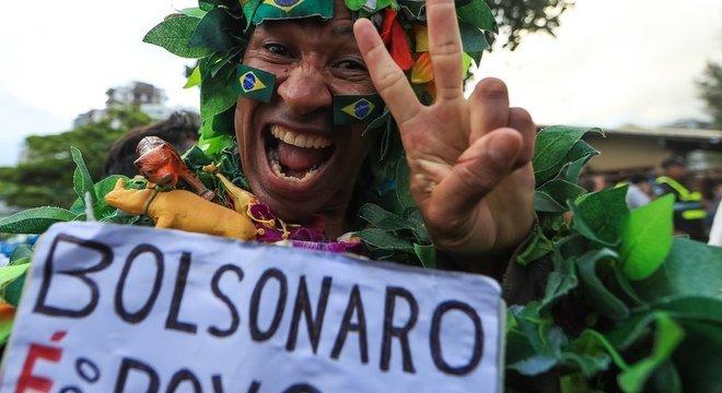 Campanha vitoriosa no Rio surfou em onda popular de apoio a Bolsonaro