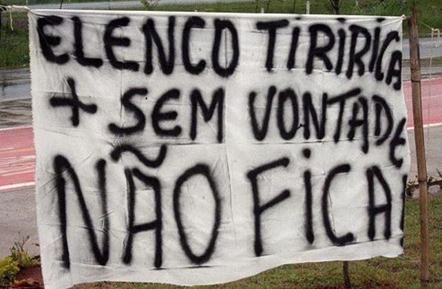 'Elenco Tiririca': corintianos protestam contra jogadores após período de férias (04/01/11)