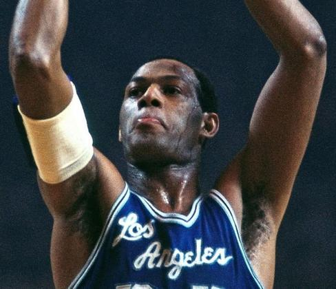 Elgin Baylor - É o recordista de pontos em uma única partida das finais da NBA com 61, em 1962, contra o Boston Celtics. Além disso, também faz parte do grupo dos 50 maiores jogadores da história da NBA, lista divulgada em 1996. Na carreira, disputou oito decisões da NBA (1959, 1962, 1963, 1965, 1966, 1968, 1969 e 1970), mas foi derrotado em todas.