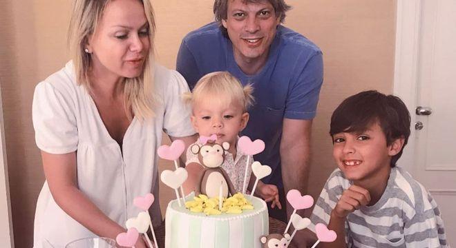 Eliana comemora dois anos da filha Manuela