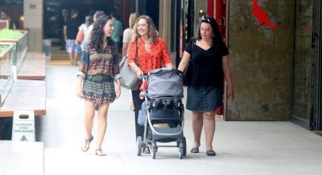 Eliane com as filhas Mariana, Juliana e o neto Antonio em passeio no ano passado