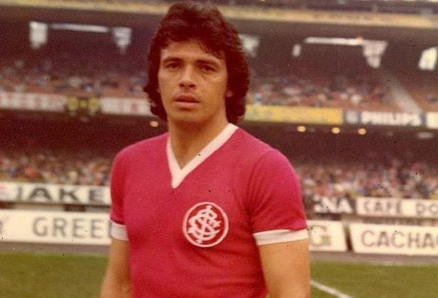 ELIAS FIGUEROA- Ao lado Índio, Figueroa é o zagueiro com mais gols pelo Internacional. O chileno atuou pelo Colorado mais de 300 vezes, se tornando um ídolo do clube gaúcho