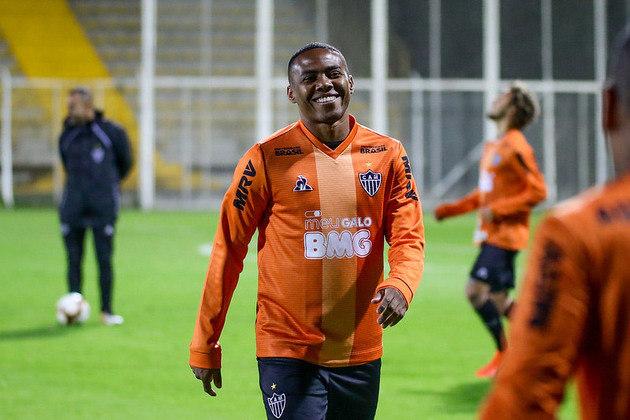 Elias - volante - 35 anos - atualmente está sem clube desde que deixou o Atlético-MG, no fim do ano passado.