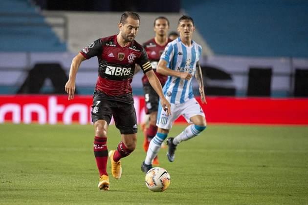 Eliminação na Libertadores - Logo nas oitavas de final, o Flamengo de Ceni foi eliminado pelo Racing, da Argentina, após disputa de pênaltis.