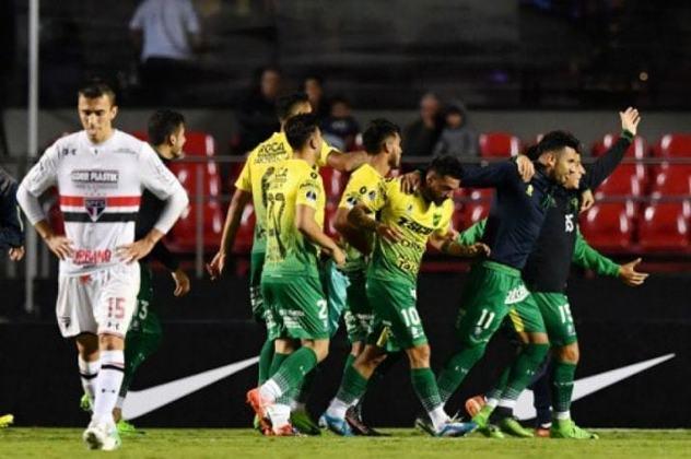 Eliminação precoce na Sul-Americana - A expectativa era grande pela competição internacional. No entanto, o Tricolor foi eliminado logo na primeira fase para o Defensa y Justicia, após empate por 0 a 0 na Argentina e 1 a 1 no Morumbi.