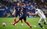 E com dois gols de Griezmann, a França venceu a Finlândia por 2 a 0 e já está praticamente garantida na Copa do Mundo