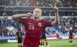 As Eliminatórias da Copa do Mundo de 2022 seguem a todo vapor. Na Europa, o grande destaque desta terça-feira (7) foi a estrelaErling Haaland, que marcou três gols na vitória acachapante da Noruega em cima de Gibraltar. Confira os grandes momentos da rodada