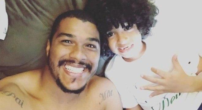Goleiro Elisson perdeu filho Lucca, de 6 anos, depois de um acidente doméstico