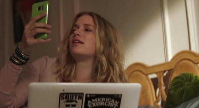 Em 'Você', Guinevere Beck (interpretada por Elizabeth Lail) é perseguida por Joe Goldberg