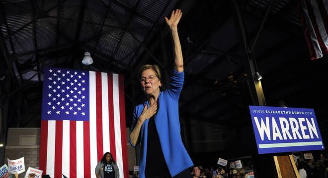 Warren desiste de candidatura à presidência dos EUA