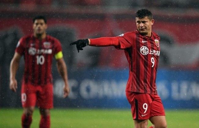 Elkeson - há três temporadas no Shanghai SIPG. Antes, ficou três anos no Guangzhou Evergrande