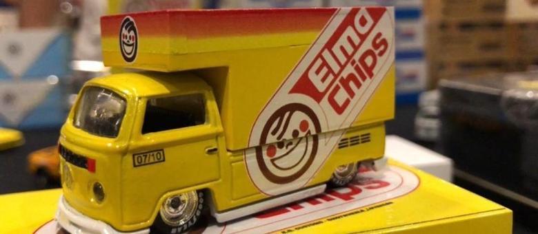 Kombi Elma Chips com a pintura característica dos anos 1980 é sucesso de vendas